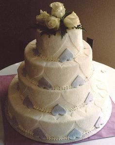 picture of wedding cake with blue hearts