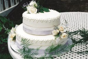 picture of wedding cake with white roses on top