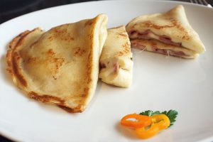 picture of crepe with ham and cheese