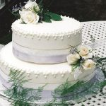 picture of wedding cake with white roses