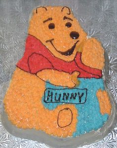 photo of the Winnie the Pooh shaped cake